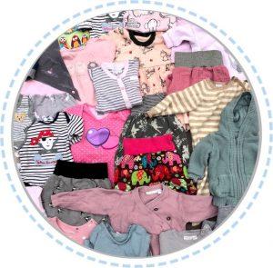 Kleidung Patchworkdecke hellrosa mit Muster aus Babykleidung vorher