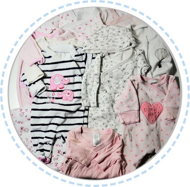 Kleidung vorher Erinnerungskissen aus Babysachen weiß rosa