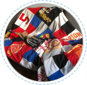 Patchworkdecke bunt aus Highschool Shirts
